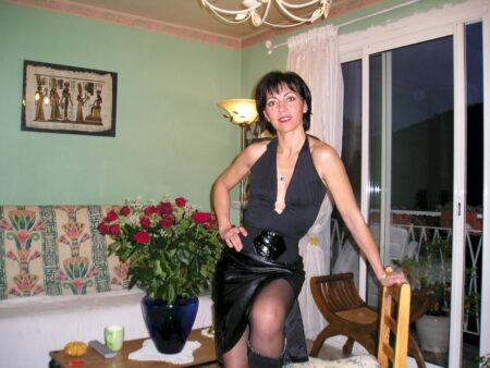 Femme coquine soumise pour coquin qui apprécie la domination