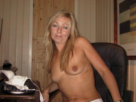Femme cougar sexy soumise pour gars dominateur