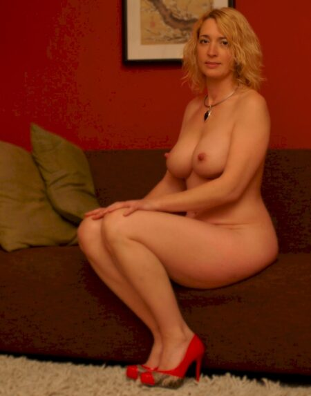Femme mature domina pour mec obéissant