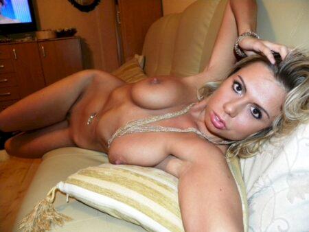 Femme sexy docile pour amant clean assez souvent libre