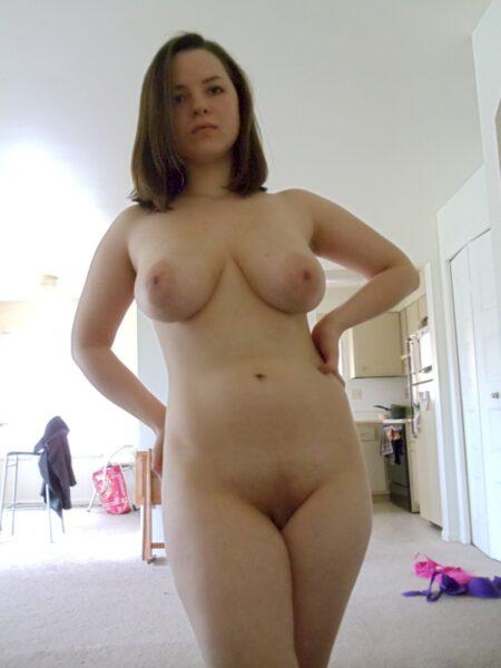 Passez une nuit de sexe avec une jeune femme coquine
