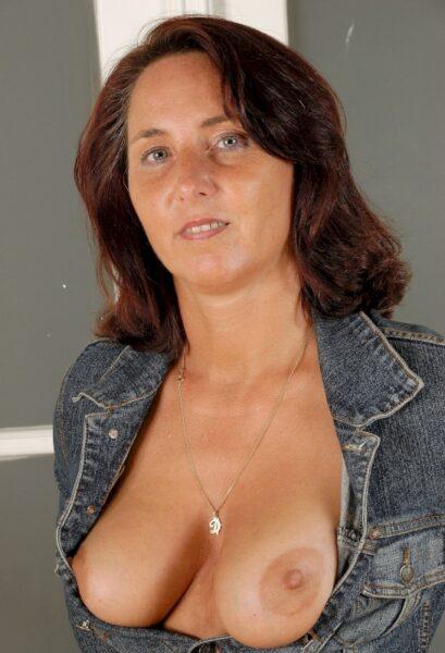 Rencontre extraconjugale entre adultes décidés pour une femme perverse sur le 74